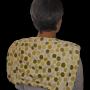 Chica con espaldera verde